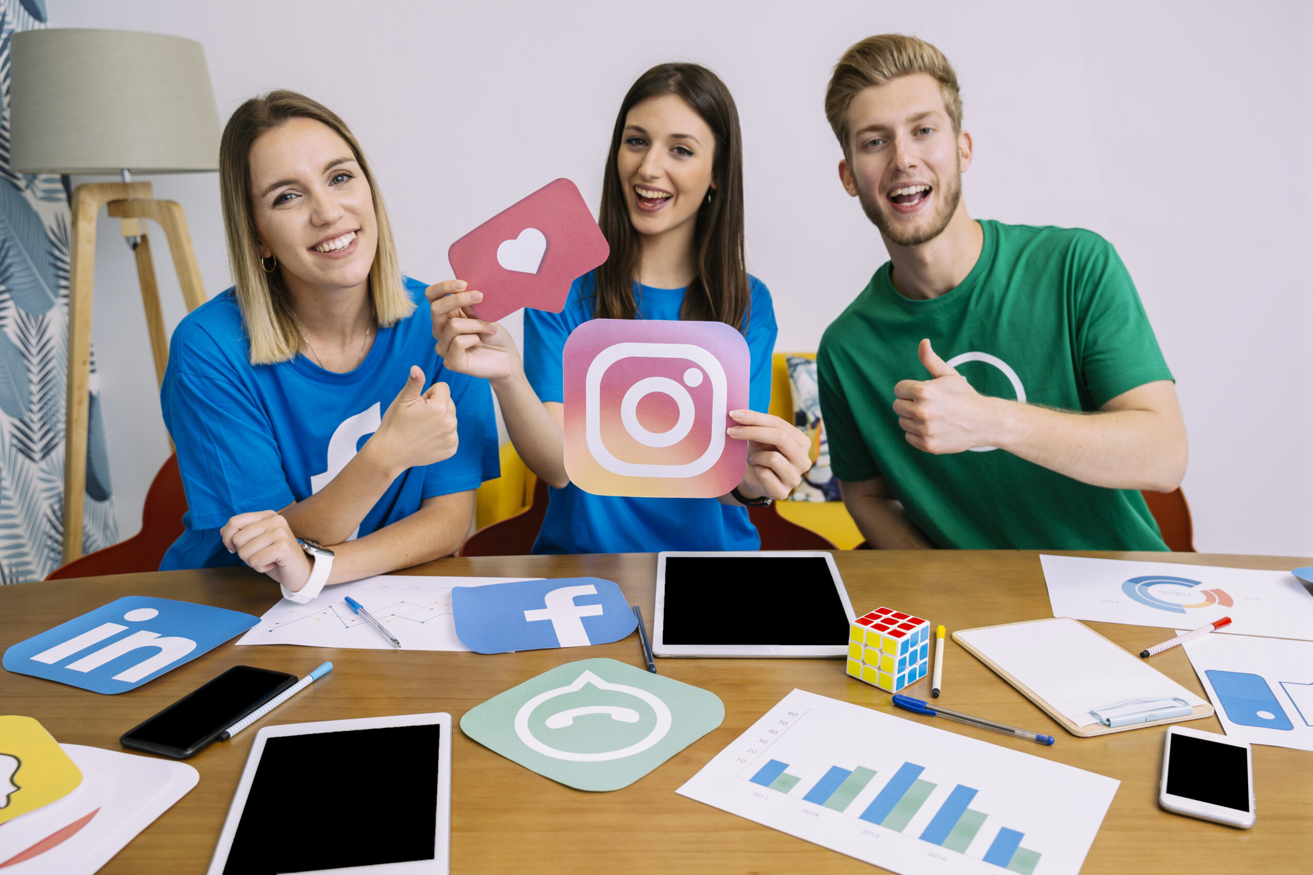 woman-holding-snapchat-logo-with-his-friends-showing-thumbup-sign<span class='yasr-stars-title-average'><div class='yasr-stars-title yasr-rater-stars' id='yasr-overall-rating-rater-160e8d0026b89' data-rating='5' data-rater-starsize='16'> </div></span>